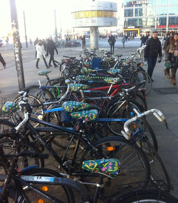 Berlin Alexanderplatz Verteilung Sattelschoner Pukka Tee